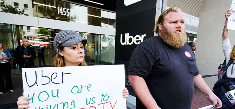 «اوبر» و «لیفت» درحال تلاش برای جلوگیری ازتصویب لایحهای مبنی برلزوم برخورد کسبوکارهای اینترنتی با کارگران طرف قرارداد به عنوان کارگران استخدامی هستند